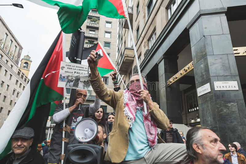 亲巴勒斯坦示威者比赛犹太旅团 免版税库存图片