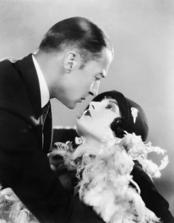 亲吻的夫妇(所有人被描述不更长生存,并且庄园不存在 供应商保单那里将b 库存图片