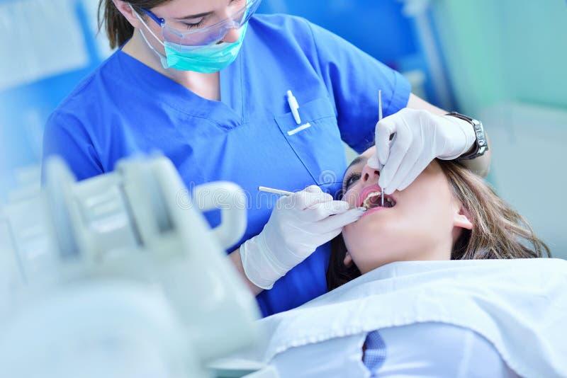 人、医学、口腔医学和医疗保健概念 免版税图库摄影