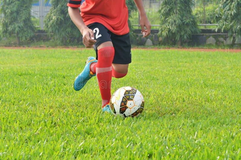 Download 人一滴球 库存照片. 图片 包括有 培训, 围场, 橄榄球, 的treadled, 竹子, 一滴, 滴下 - 62529862
