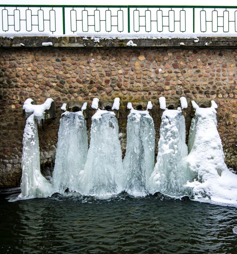 冻人为瀑布 图库摄影