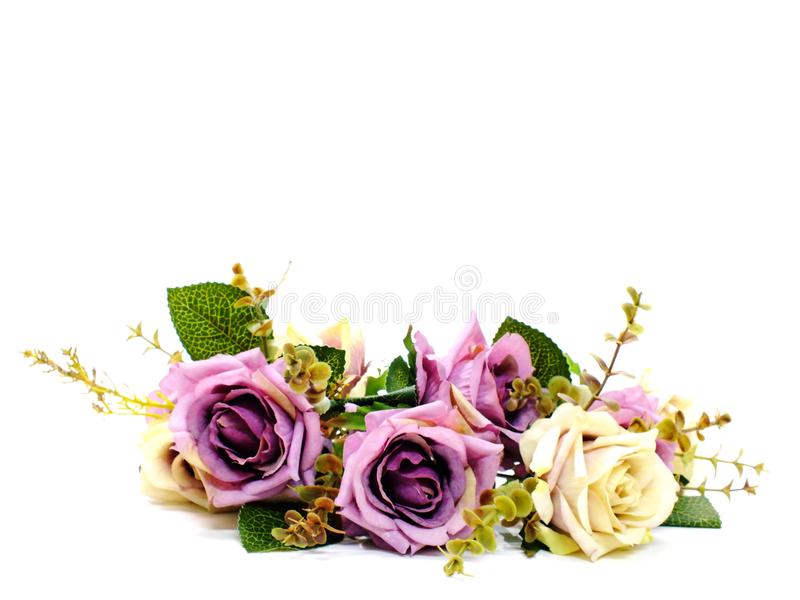 人为玫瑰开花在白色背景隔绝的花束 图库摄影