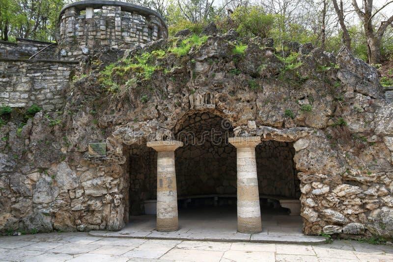 人为被创造的戴安娜` s洞穴在Pyatigorsk 免版税库存照片
