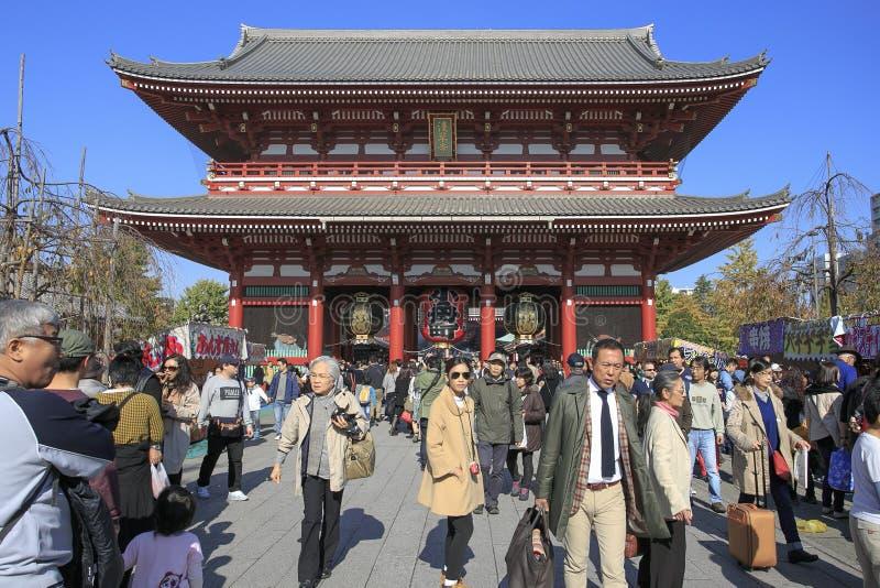 人人群Nakamise购物街道的在浅草 免版税库存图片