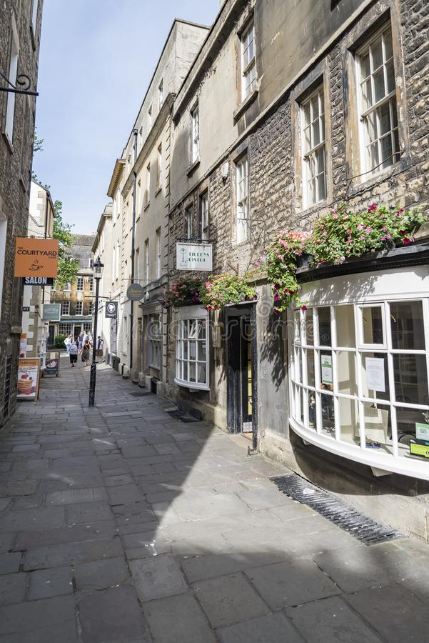 人们享用街道在历史名城巴恩英国 免版税图库摄影