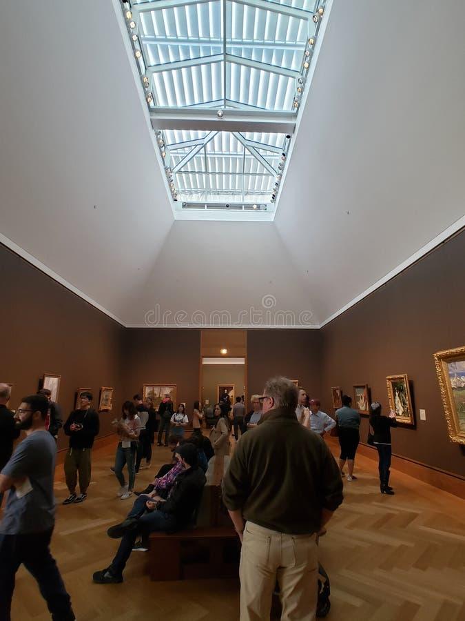 人们参观J 保罗博物馆在格迪中心加州美国 库存图片
