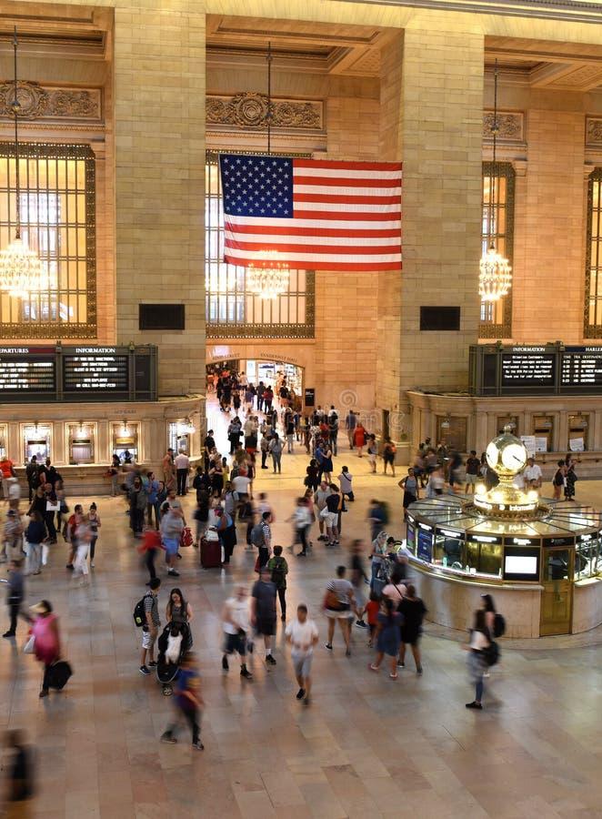 人们在主要大厅盛大中央终端,纽约 库存照片