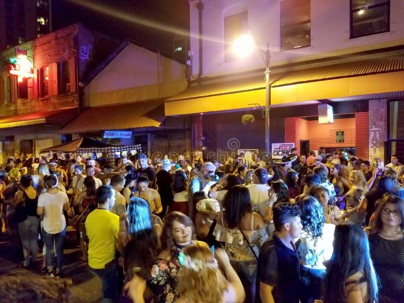 人们在唐人街停留并且集会在街道 图库摄影