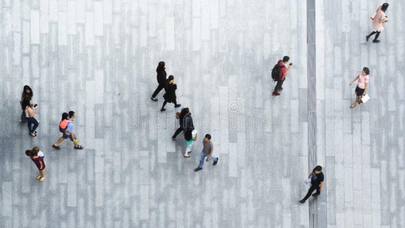 人们横跨步行具体风景走  免版税图库摄影