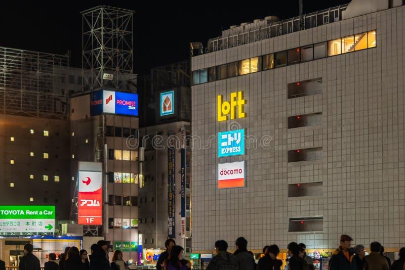 人们正在仙台站Loft百货店附近的购物街上旅行 库存图片