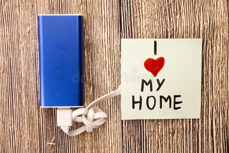 人们爱他们的家 家是您在一忙碌天以后发现和平在工作的地方 美丽的房子 放松在与famil的住所 免版税图库摄影