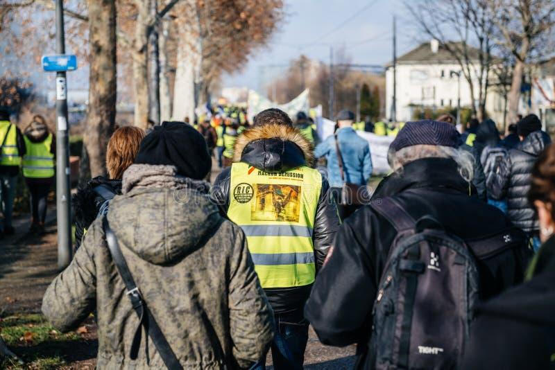人们Gilets Jaunes或黄色背心抗议在史特拉斯堡法国 库存图片