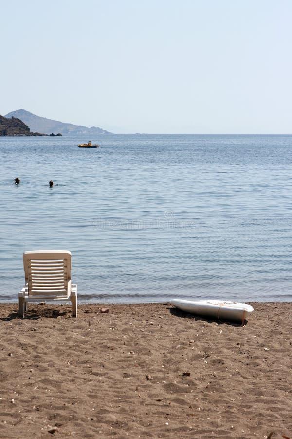 人们sunbed海浪 免版税库存照片