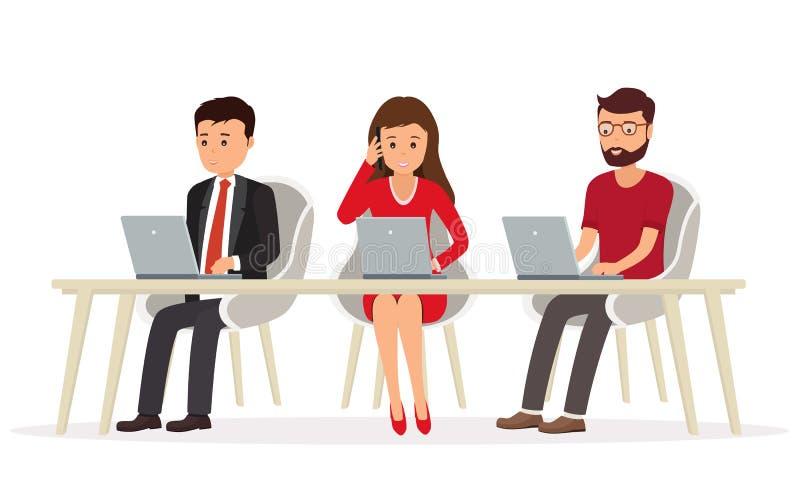 人企业队在研究膝上型计算机的书桌后的 Teamw 库存例证