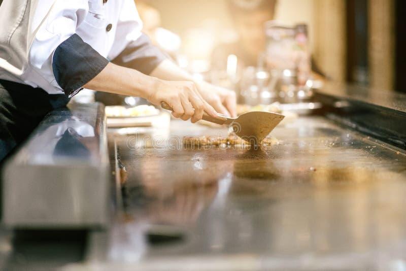 人作为烹调的手肉 免版税库存图片