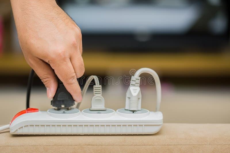 人保存的被拔去的插座在能量 免版税库存图片