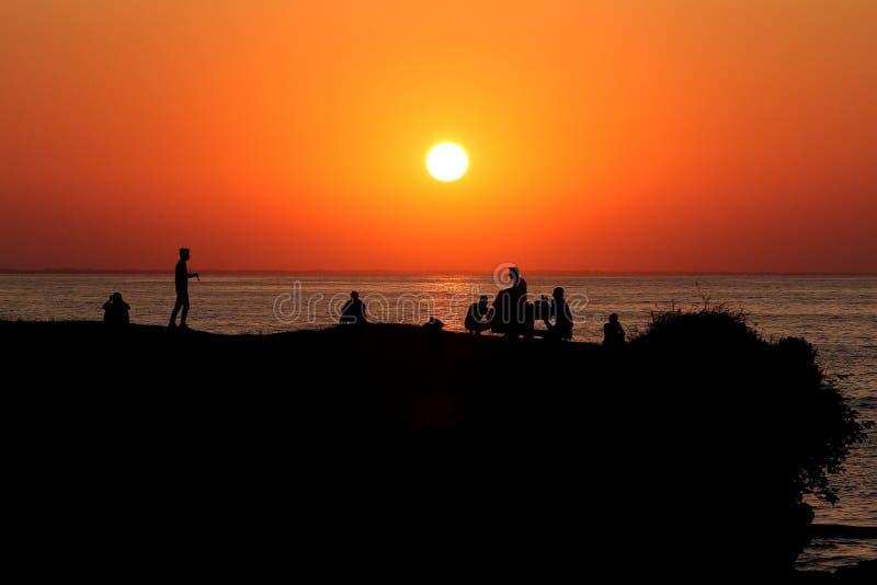 人剪影日落的 温耶,土耳其 免版税图库摄影