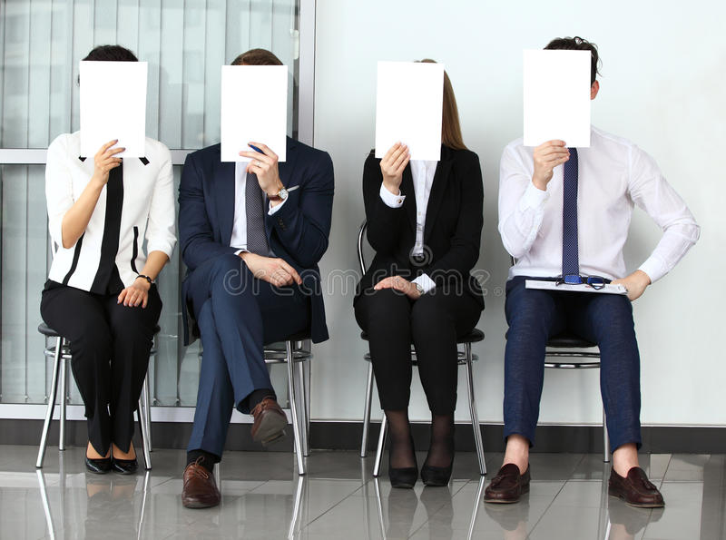 人力资源概念,举行白色billboar的年轻商人 库存图片