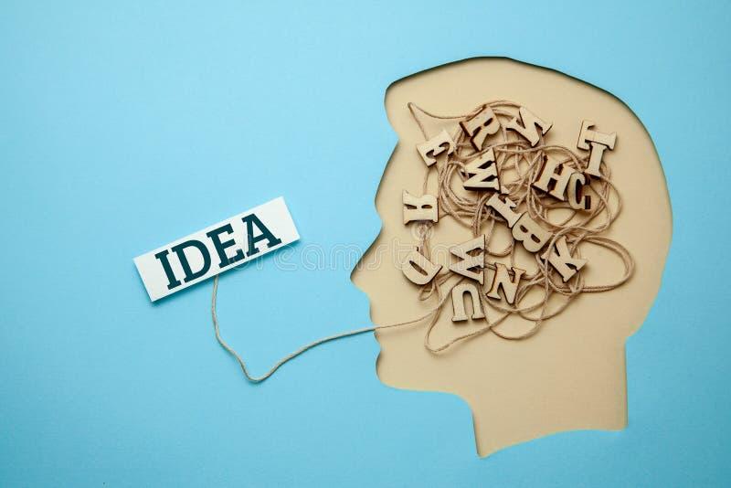 人和想法剪影在他的头被形成 库存图片