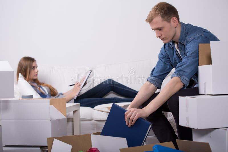 人和懒惰妻子 免版税库存图片