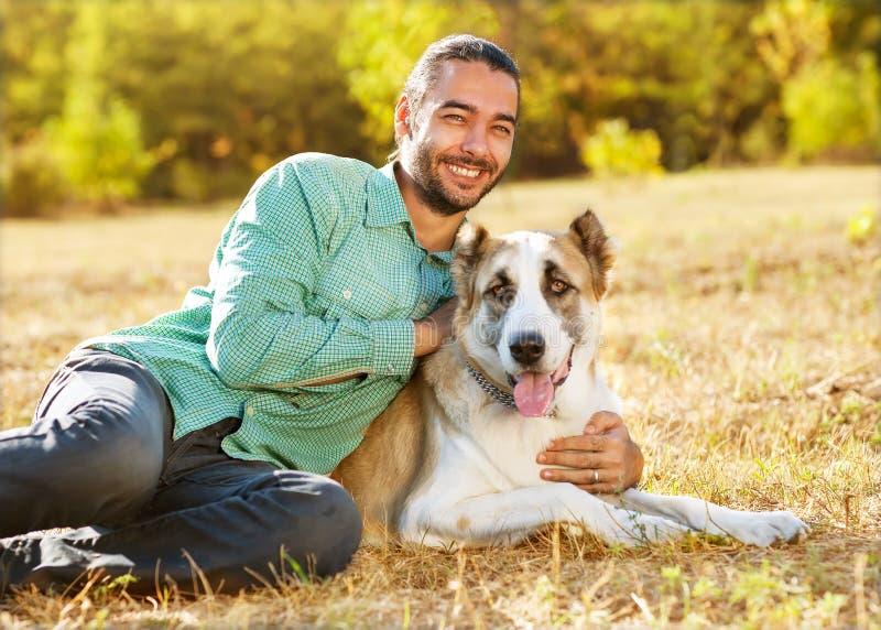 人和狗性交色情片_download 人和狗在公园 库存图片.