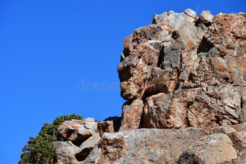 人和神话人物的自然被创造的面孔在山在海角Tam Chok Ngangpa在湖Nam TSO Nam Tso,4718做 免版税图库摄影