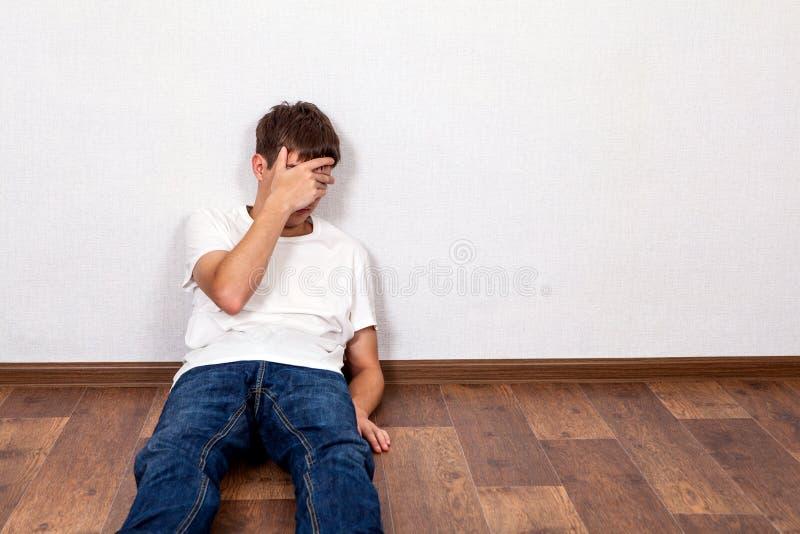 人哀伤的年轻人 库存照片
