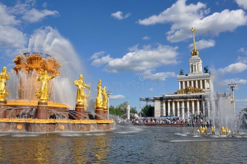 人喷泉友谊全俄国会展中心的疆土的 库存照片