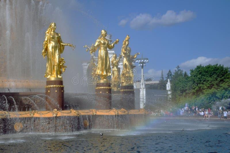 人喷泉友谊全俄国会展中心的疆土的 免版税库存照片