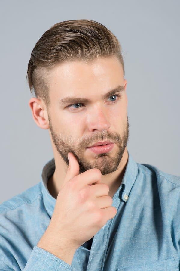 人在不剃须的面孔的接触胡子 库存图片