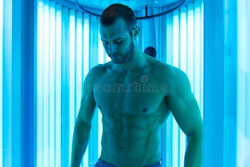 Download 人在日光浴室 库存照片. 图片 包括有 突出, 生活方式, 晒日光浴, 温泉, 成人, 方式, beauvoir - 62536590