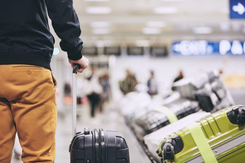人在机场终端 库存照片