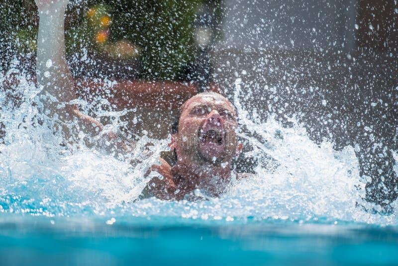 人在水中淹没 免版税图库摄影