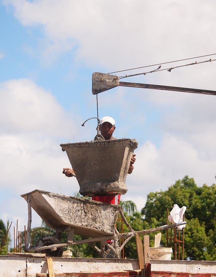 人在建造场所的工作 免版税库存照片