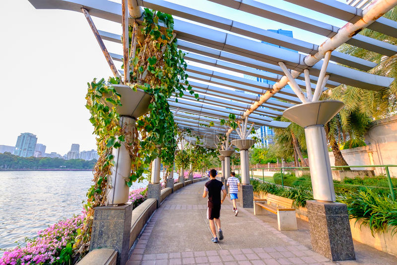 Download 人在Benjakitti公园,曼谷街市市跑 图库摄影片. 图片 包括有 成人, 城市, 外面, 活动家, 样式 - 72354327