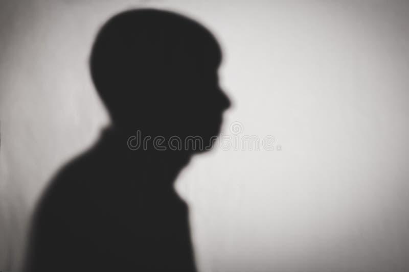 人外形剪影在白色纹理的 免版税库存照片
