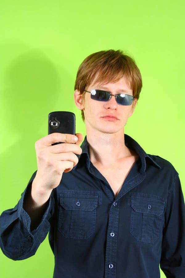 人头发的电话红色年轻人 免版税库存照片