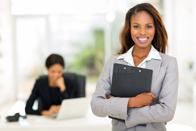 黑人女商人 免版税库存照片