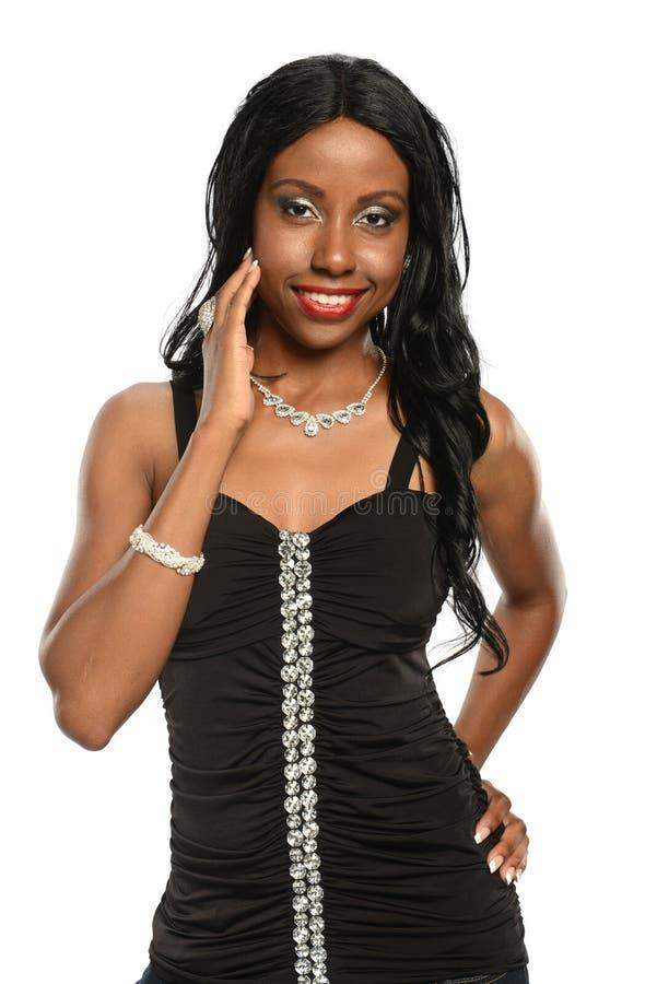 年轻黑人妇女佩带的首饰 免版税图库摄影