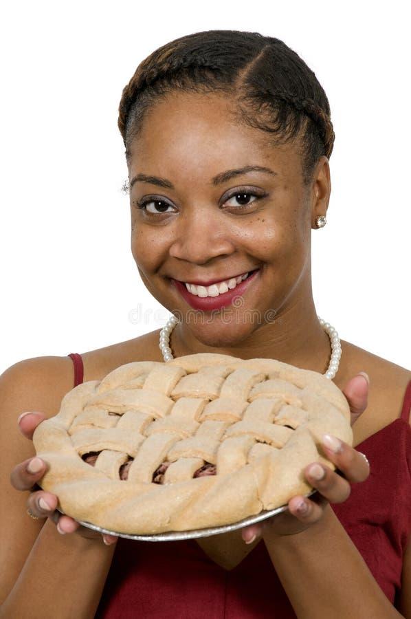 黑人妇女用饼 免版税库存照片