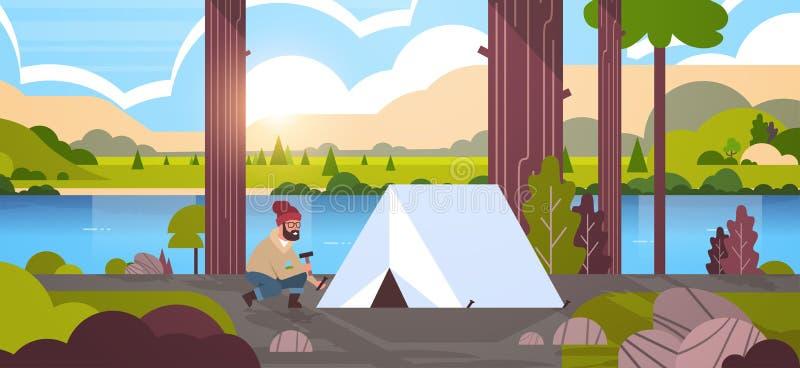 人安装帐篷的徒步旅行者露营车为野营的远足的概念日出风景自然河山做准备 向量例证