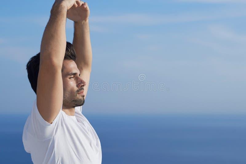 人实践的瑜伽年轻人 图库摄影