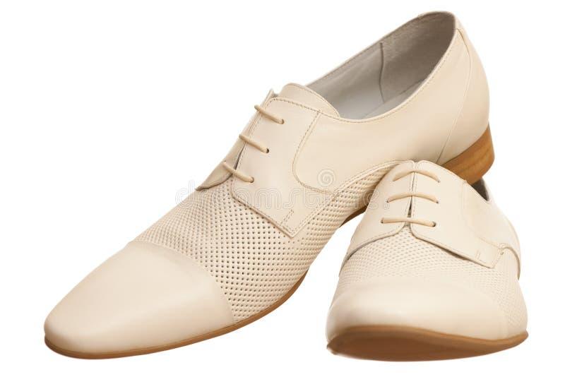 人对穿上鞋子白色 免版税库存图片