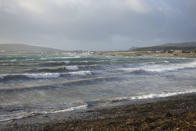 人小岛的风雨如磐的海  库存图片