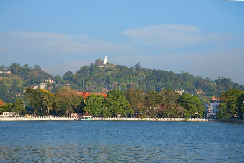 人工湖在城市康提的心脏 斯里南卡 库存照片