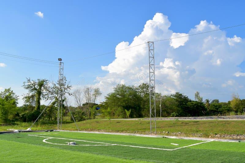 人工草坪足球场正在发展 库存图片
