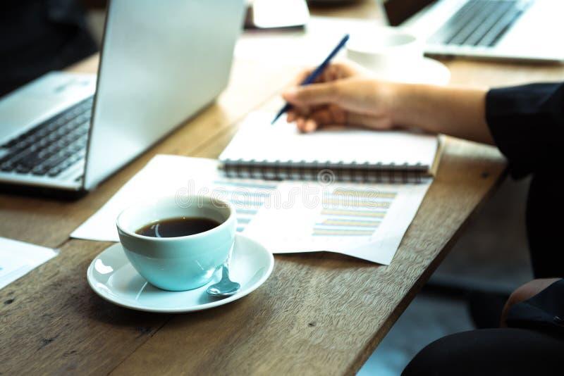 人开会议在成功的企业negot以后 免版税库存图片
