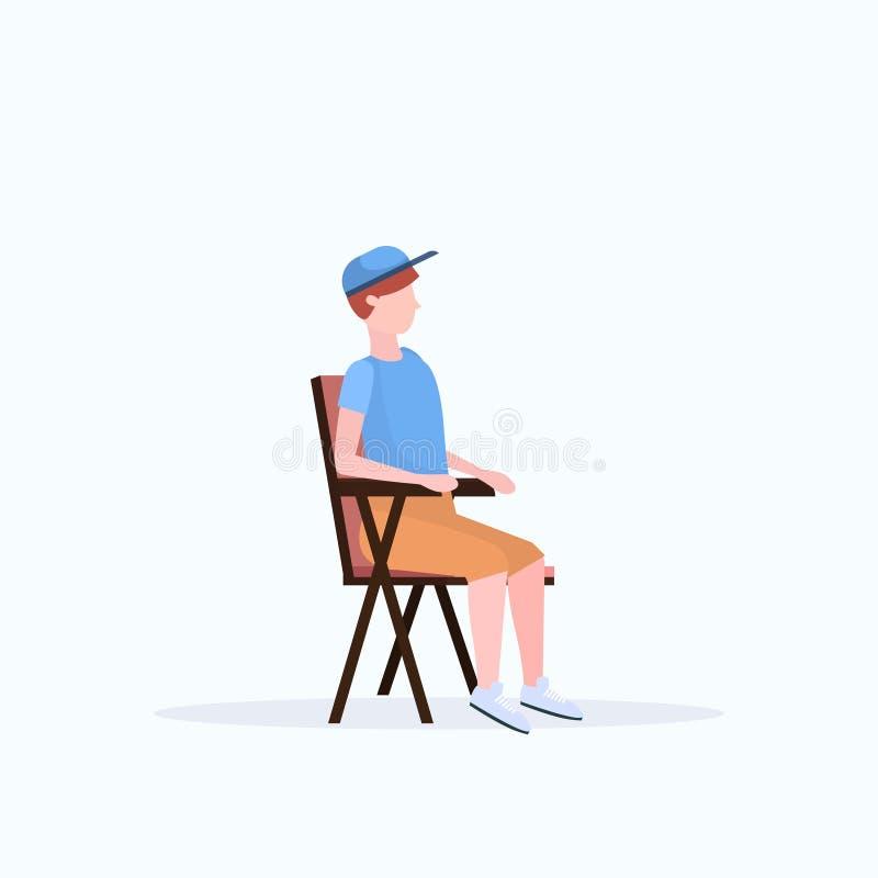 人徒步旅行者在远足野营的概念男性旅客的折叠椅坐远足全长白色背景舱内甲板 皇族释放例证