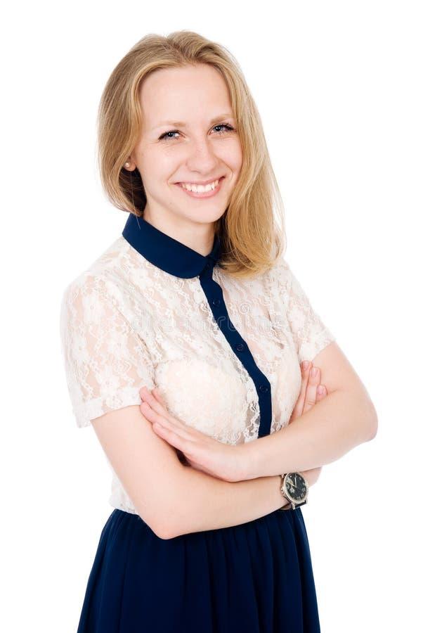 年轻人微笑的女性身分画象用被折叠的手 免版税图库摄影