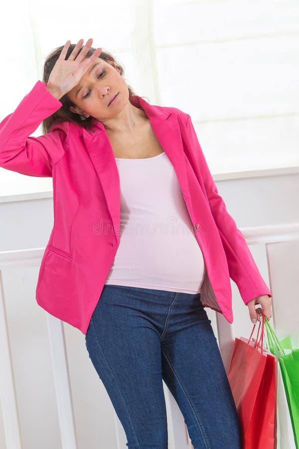 年轻人怀孕的亚裔女孩 库存照片